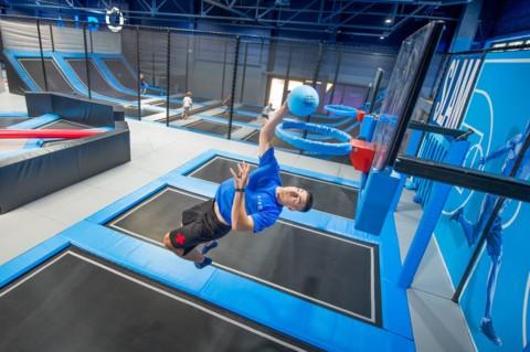 Dlaczego warto wybrać się z dzieckiem do parku trampolin?